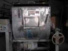 低价转让闲置设备卧式100公斤搅拌料机