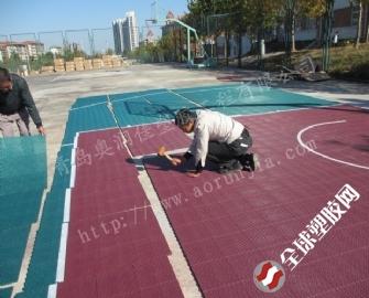 青岛篮球场拼装地板-方格拼接地板-耐用防滑运动场