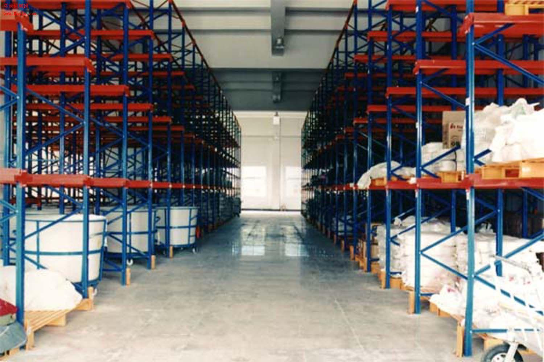 贯通式货架 适用于存储量大,品种少的货物,叉车可直接进入货物能道存储货物,仓库利用率高。贯通式货架及库区设计的基本要素:1、 货物的重量(含托盘) 2、 托盘的尺寸及货物的尺寸(宽W*深D*高H)3、 叉车的提升高度和库房可利用的净高4、 选用叉车型号或参数5、 存储库区的建筑情况 6.