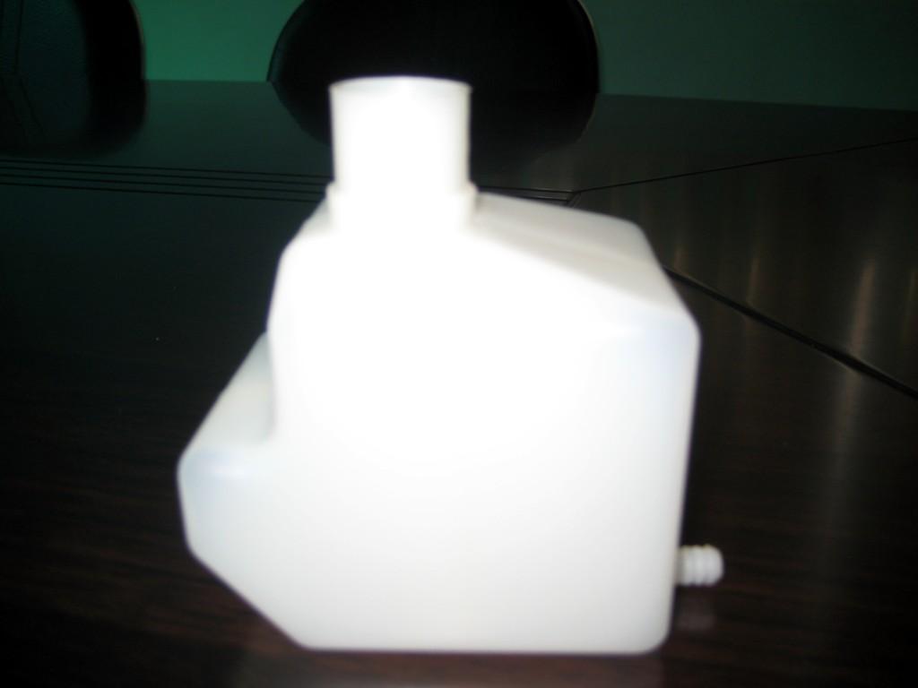 塑胶水壶 塑胶洒水壶 塑胶球 玩具球 志邦塑胶制品厂提供塑胶水壶 塑胶