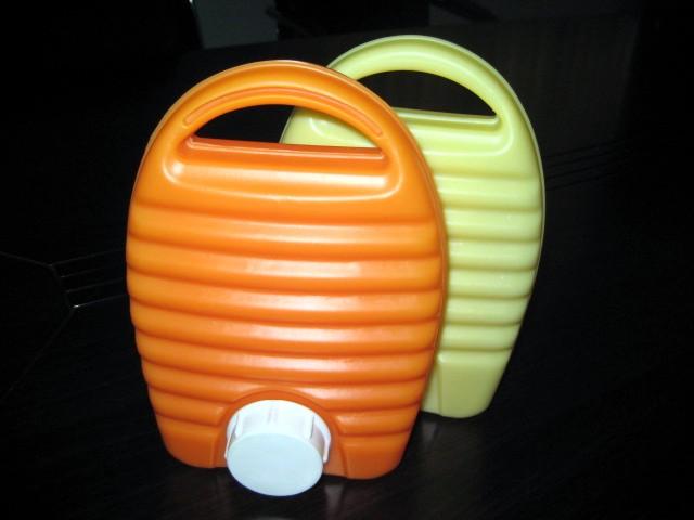 塑胶水壶 洒水壶 塑胶球 玩具球 志邦塑胶制品厂提供塑胶水壶 洒水壶