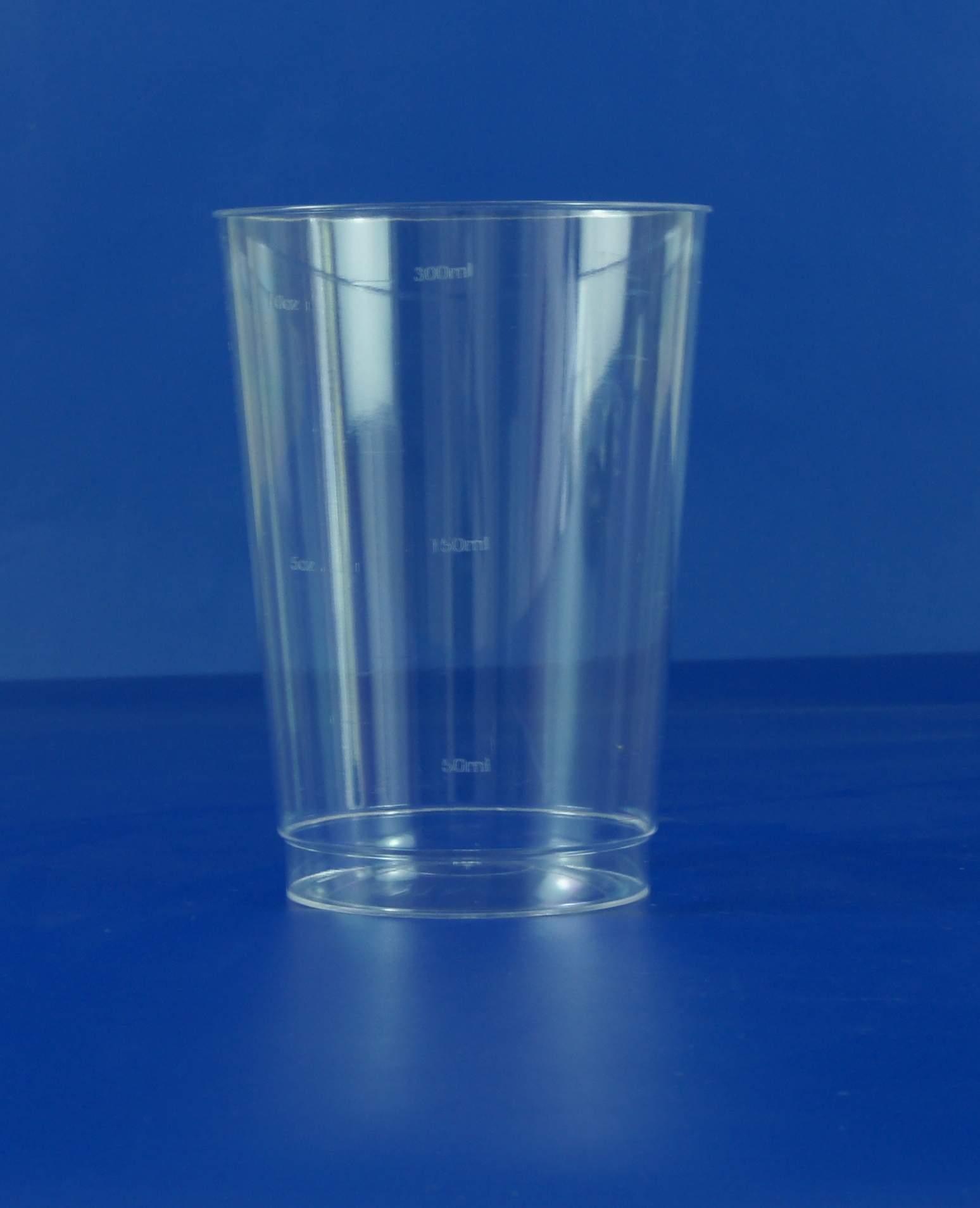 在小杯子里的塑胶动物照片