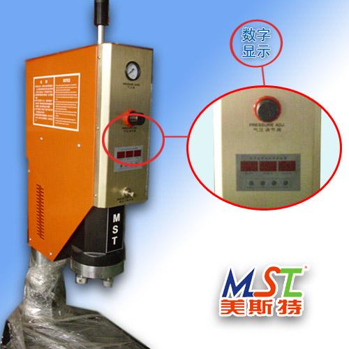 超声波塑料焊接机原理:由发生器产生20khz