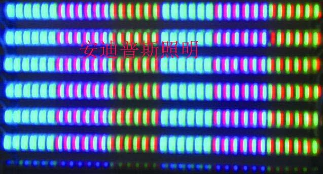 产品特点及用途 功耗小、不发热、色彩鲜艳、寿命超长 PC外壳,颜色有透明、乳白色半透明、乳白色三种。形状有D/O型。 内置微型电脑芯片,可同步变换红黄蓝绿紫青白七种颜色/单色 广泛应用于楼宇、道路桥梁 技术参数 产品简介 »   LED护栏管采用进口PC材料,外壳为乳白色。具有颜色鲜艳,能耗低,寿命长,易于安装等特点。品种有单色管,变色管,七色管,智慧型变色管。采用控制器或DMX控制以达到各种颜色变化的效果。规格有30,50,80等。也可根据需求定做非标产品。该产品广泛用于游乐