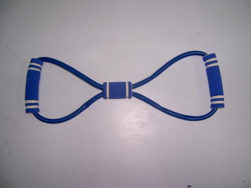 使用拉力器锻炼的好处在于:肱二头肌是一块有两个肌
