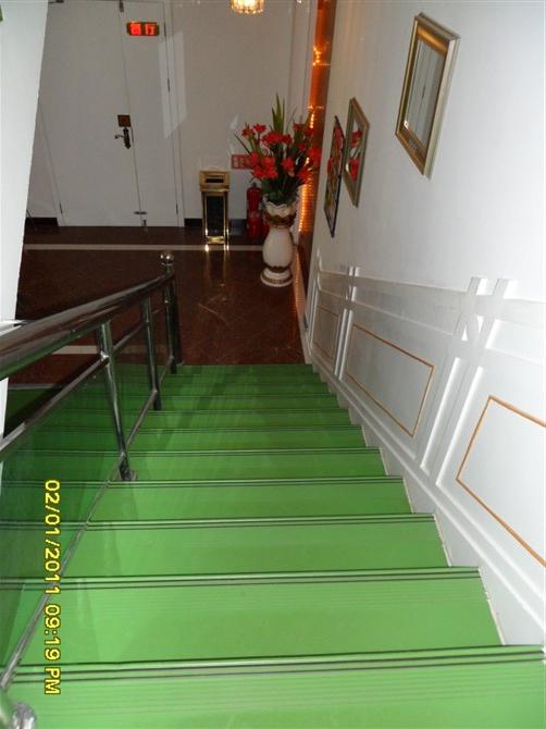 西藏塑胶楼梯踏步 西藏彩色橡胶地砖