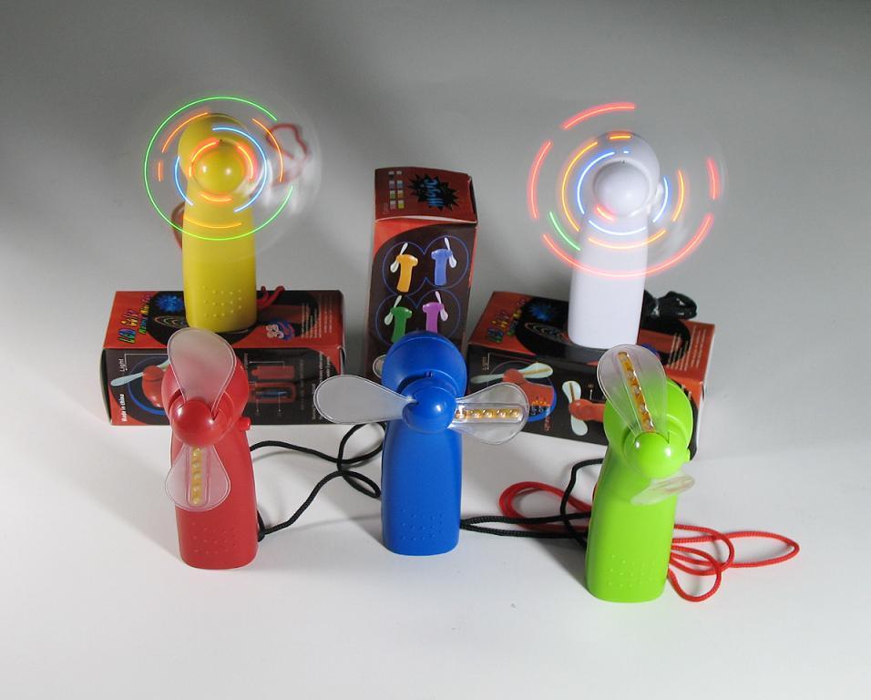本公司是一家集设计、开发、生产的闪光用品厂家,公司拥有80多名专业生产人员,有5位工程开发人员;可根据客户要求设计、开发、生产发光礼品、发光玩具等系列产品。现公司主要产品有:闪字风扇、USB风扇,小猪风扇笔,闪光小狗、发光娃娃、迷你风扇、音乐发光风扇、七彩灯饰、圣诞七彩灯、发光烟灰缸、发光陀螺、发光调酒棒、发光果盘、发光鸭子、手指灯、EVA不发光风扇、发光玫瑰,发光海豚,发光莲花,等系列发光产品;.
