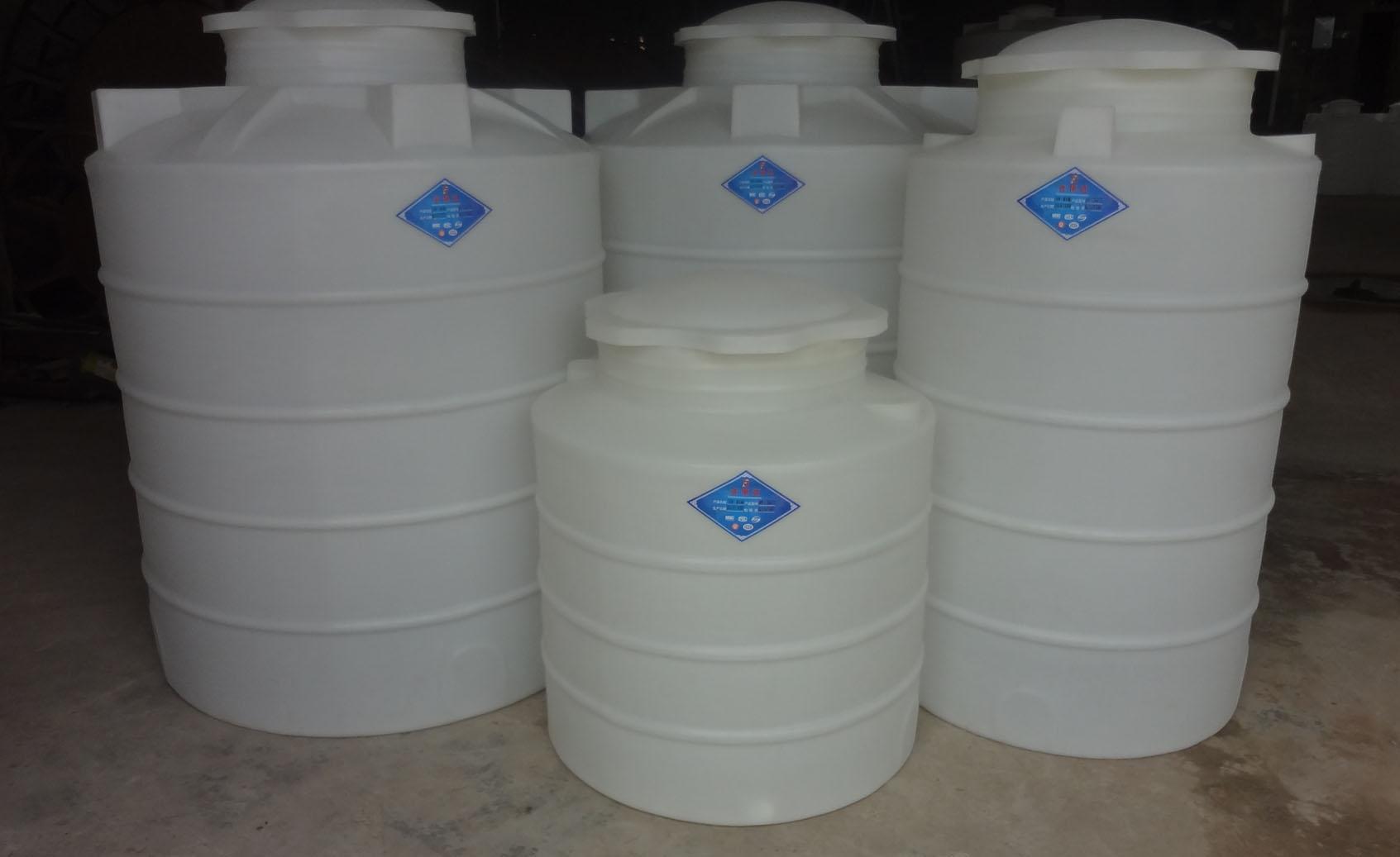 3000L塑料水箱,PE水箱,塑料水塔,塑胶水箱,PE储罐,化工储罐 规格:直径1500MM,高度2150MM 重量:60KG 厚度:6MM(可根据客户要求加厚) 颜色:黄,白,蓝,橙,黑 应 用:高层建筑二次供水、蓄水;水处理净化设备配套;工业用冷却水、化工制剂、化工原料、各种油品、饮品的储存、运输。 售后:我们郑重承诺凡本司所销售产品实行售后7天包换(非人为及不可抗拒的因素),一年内免费维修,终身网络技术指导。公司还可根据客户指定尺寸开模生产,欢迎新老客户来电咨询。 性能:抗强震,不易老化,不长水藻,