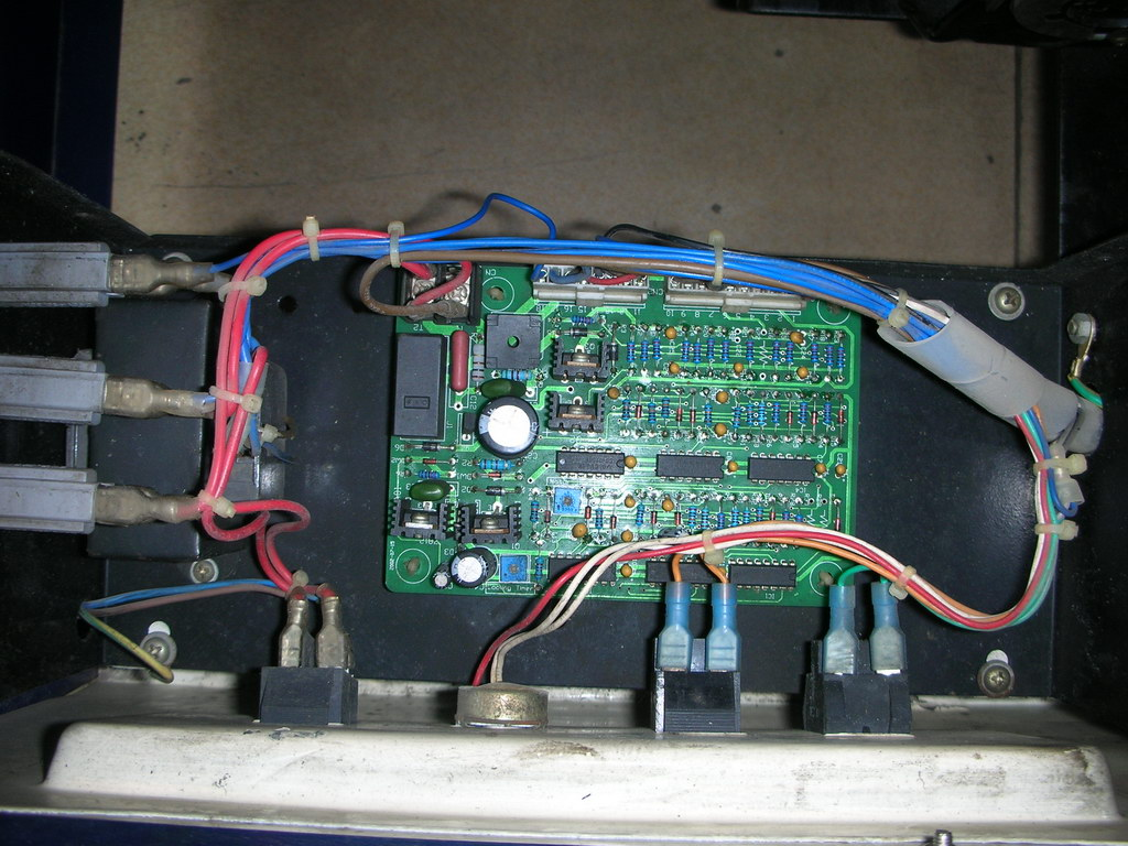 包装机械零配件: 1、半自动打包机零配件:插式线路板、卧式线路板、马达、减速机总成、上下分机总成、上滑板、下滑板、微动开关、刹车组件、分机导带片、出带槽、插带槽、烫头组合、耐热线、1V变压器、28V变压器、土地公组合、铸怪手、220V SOL电磁铁、24V SOL电磁铁、背包、带盘、1号边刀、2号中刀、3号顶刀、可调导带片、出带电位器、电源开关、按钮开关、K-19皮带、M-30皮带、横杆组合、LS1、LS2、LS3、LS5、LS4微动开关。 2、真空包装机配件:XD-020真空泵总成、真空电磁阀、气管、时