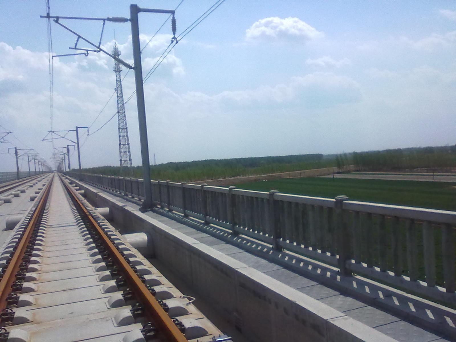高铁海鸥式栏片桥梁防护栏