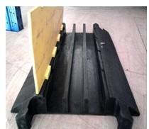 深圳线槽减速带 线槽减速胶 道路线槽板