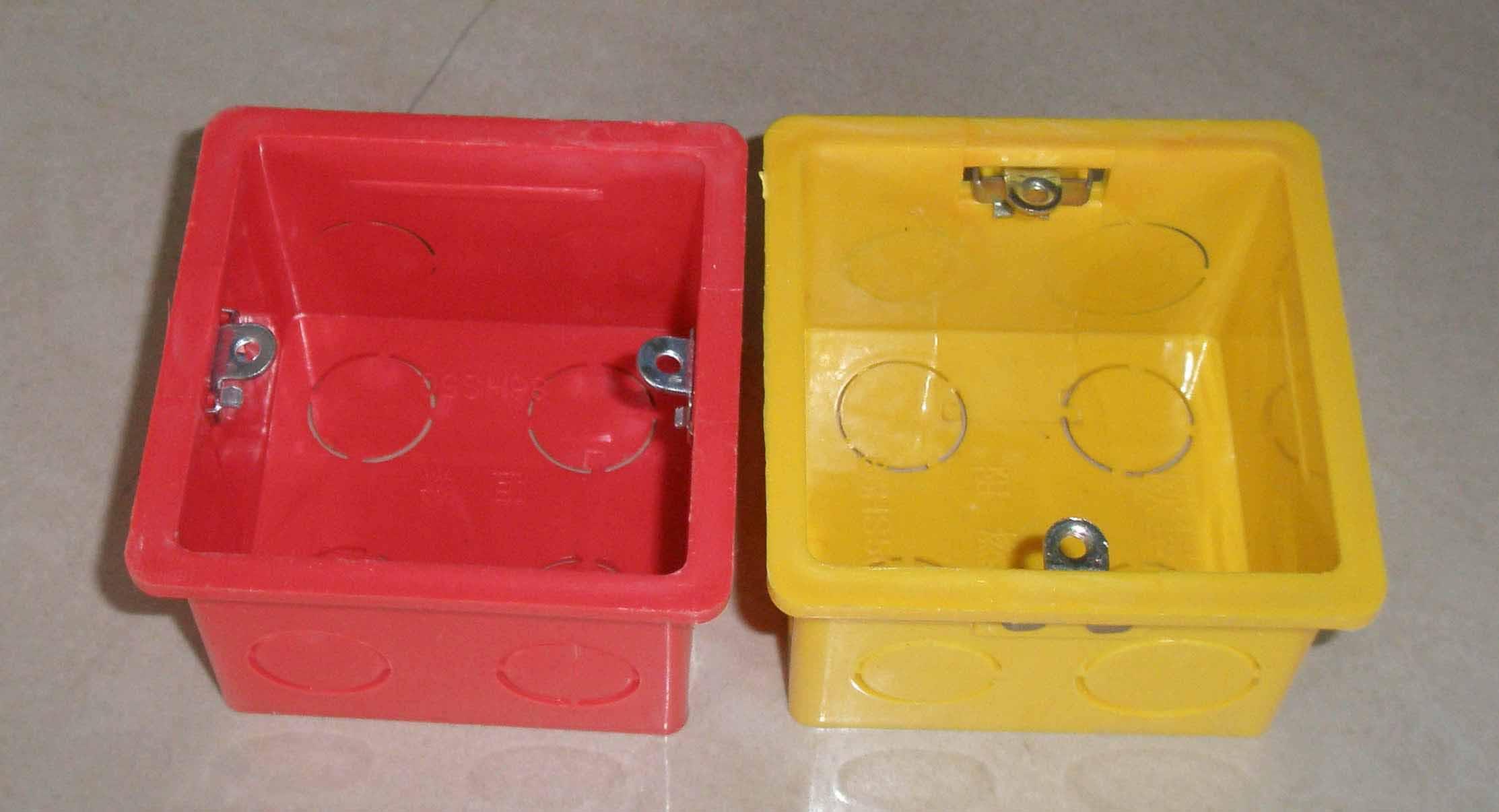 是pvc塑料接线盒,金属接线盒以及pvc管件