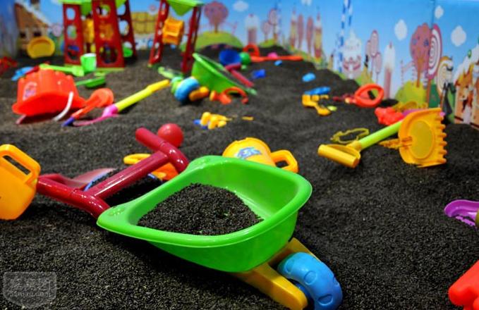 天津幼儿园儿童滑梯组合 天津市内100平以内小型淘气堡设计装修图片