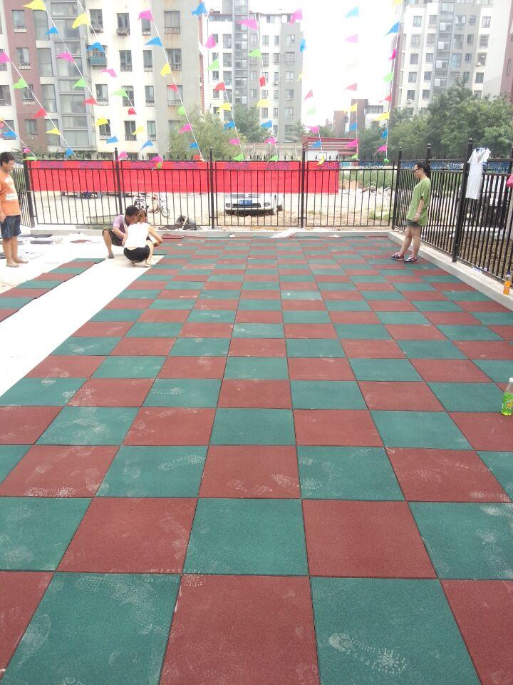 天津公园安全地垫_幼儿园室外儿童安全地垫