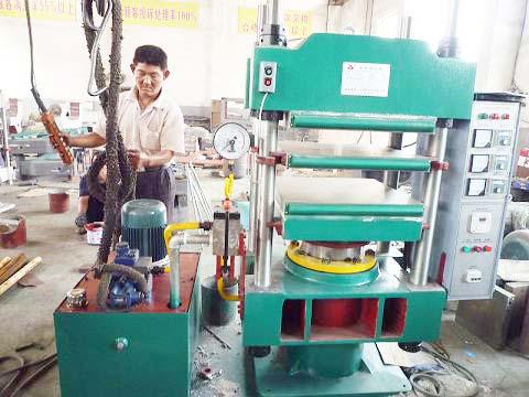 青岛鑫城实验室硫化机,天然橡胶平板硫化机,青岛鑫硫化机,25T橡胶硫化机价格图片