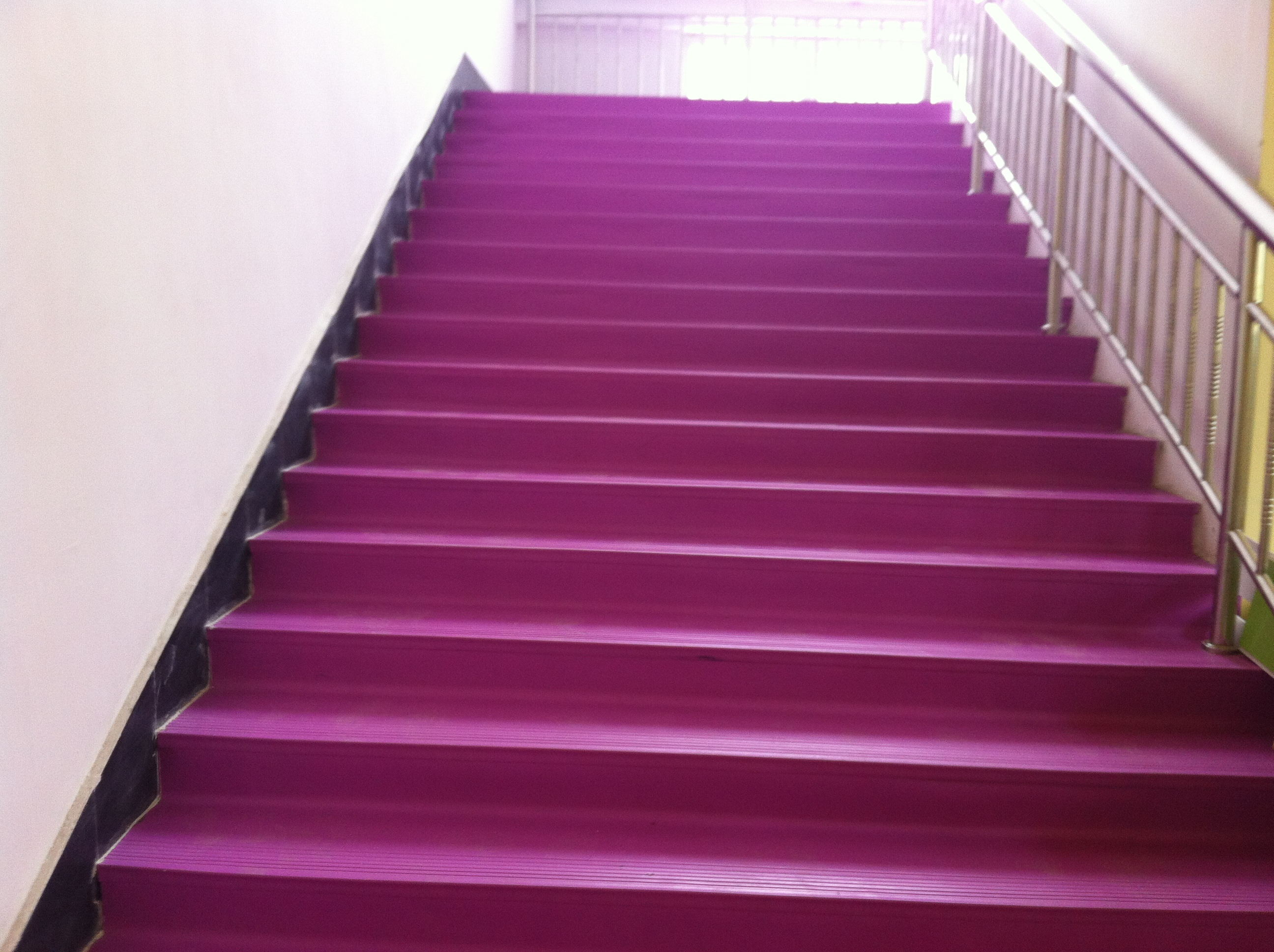 楼梯踏步批发 塑胶橡胶防滑楼梯踏步楼梯踏板