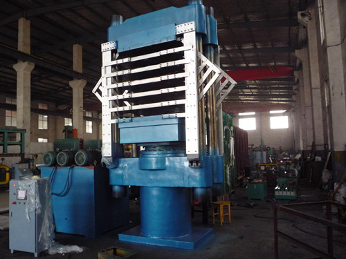青岛鑫城一鸣行业领先的橡塑发泡机 发泡产品都能干的机械