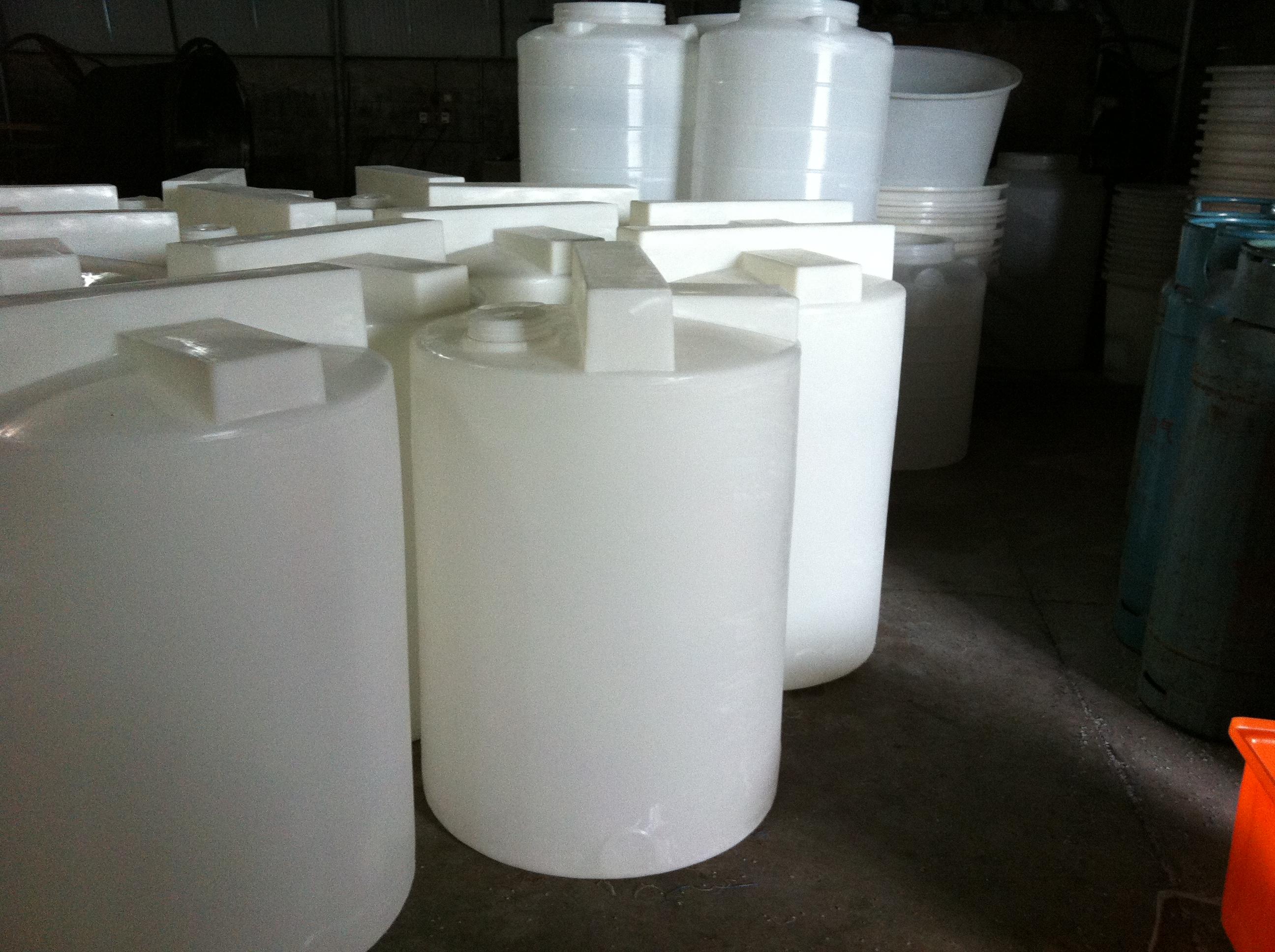 襄樊2吨加药箱带刻度白色透明配搅拌电机