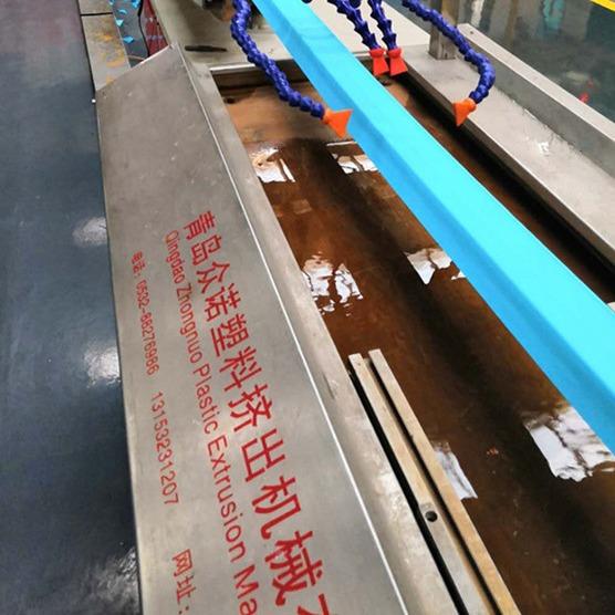 厂家直销PE高分子一出二钢卷包装塑料护角机器设备