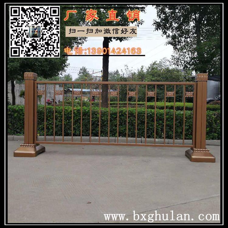 长安街金色护栏是什么材料生产的