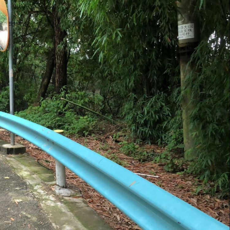 高速公路波形防护栏  喷塑波形护栏板加工生产  波形护栏厂家