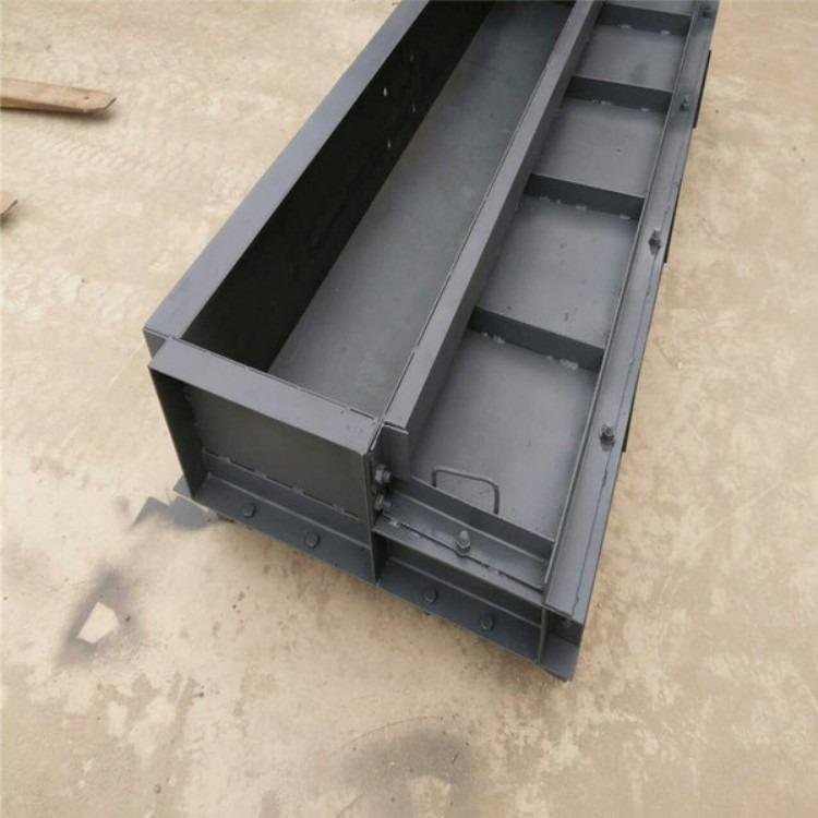 荣邦模具厂标准规格道路护栏钢模具