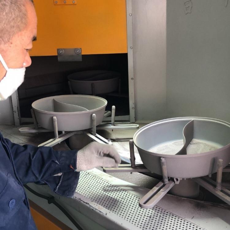 上海钛合金不粘锅喷砂机,江苏铝制不粘锅喷砂设备,浙江压铸不粘锅喷砂机生产厂家,铝压铸喷砂设备
