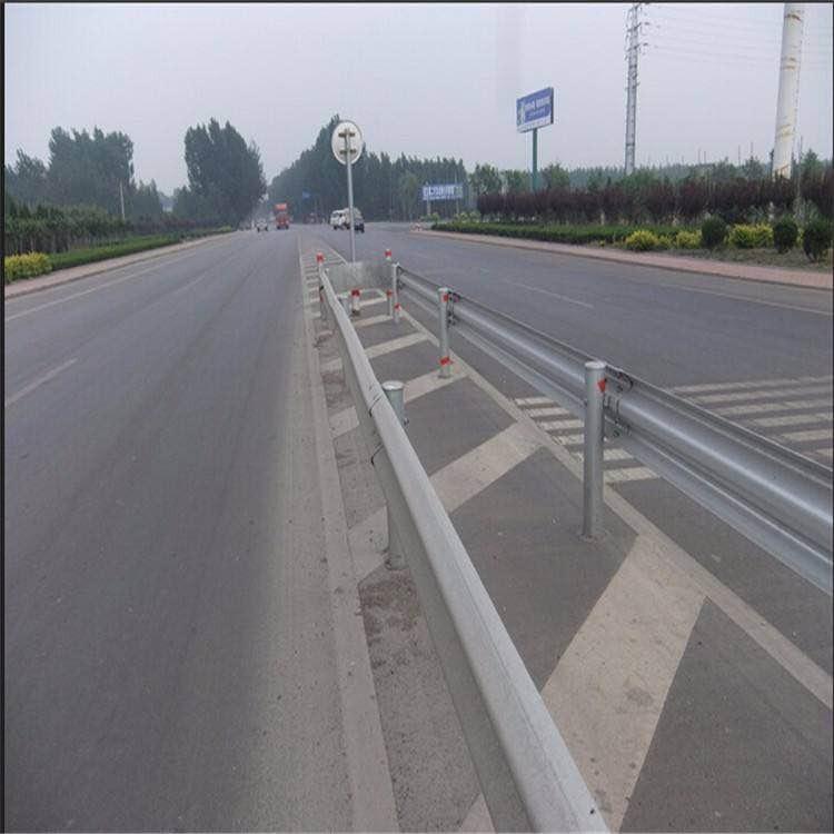 专业生产波形护栏厂家 波形护栏板 两波护栏板 三波护栏板 镀锌喷塑护栏板