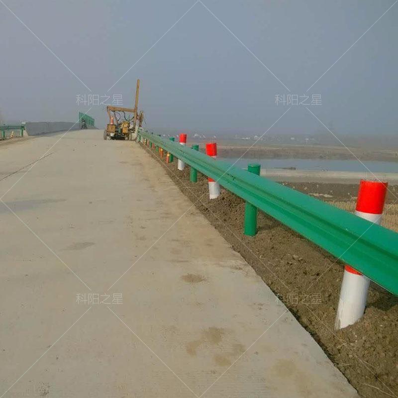 高速路防护栏安装价格公路安全防护栏杆价格公路护栏安装人工费乡村公路安全防护栏