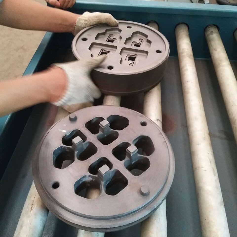 低压铸造模具表面喷砂机,铝型材挤压模具喷砂机设备
