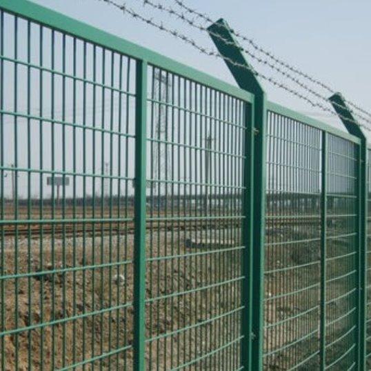 护栏网    防眩网    工艺护栏     小区护栏    高速公路护栏     铁路护栏