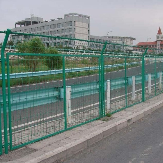 铁路框架护栏网厂 公园带弯头护栏 汕头公路分离网