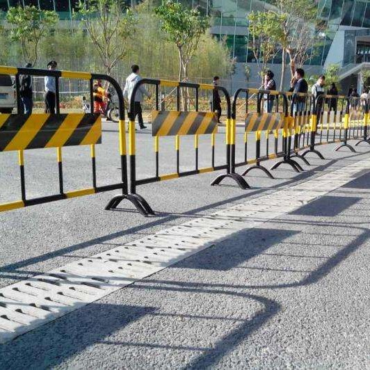 铁马护栏   马路公路隔离栏围栏 市政道路护栏  铁马护栏交通施工护栏