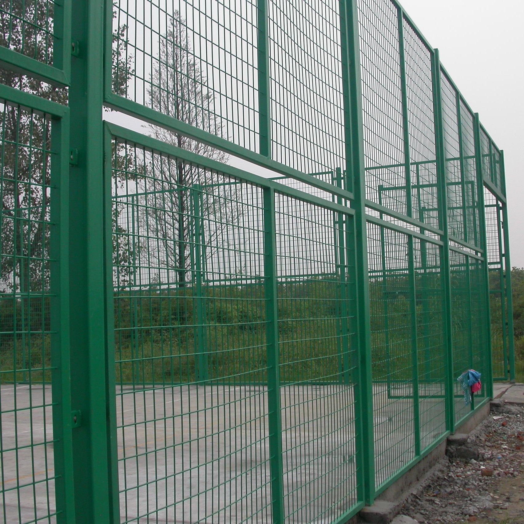厂家批发 蓝球场围栏勾花网护栏足球场篮球场护栏网网球场围网