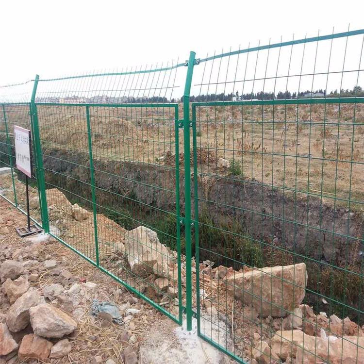 河北耀科厂家定做 公路防护网 浸塑折弯护栏网 框架防护网圈地用围栏 双边丝护栏