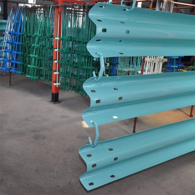 厂家直供防撞波形护栏、生产热镀锌600克波形护栏、波形护栏C级标准
