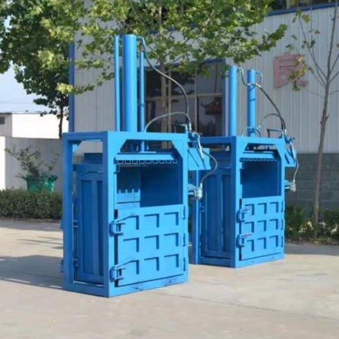 瑞轩机械自动小型打包机,小型立式打包机,小型液压打包机,小型�R包机