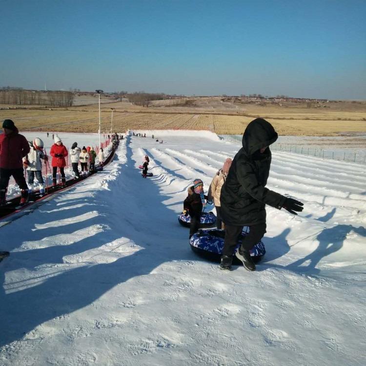 雪地滑雪魔毯厂家价格 景区魔毯观光梯滑雪场代步机国产性价比高