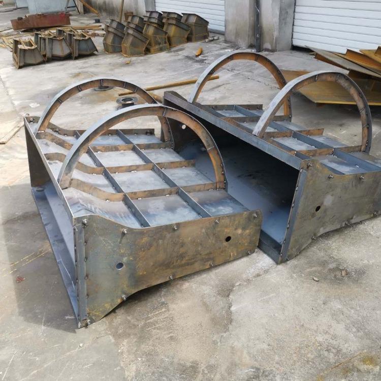 隔离墩钢模具 高速隔离墩钢模具 公路隔离墩钢模具