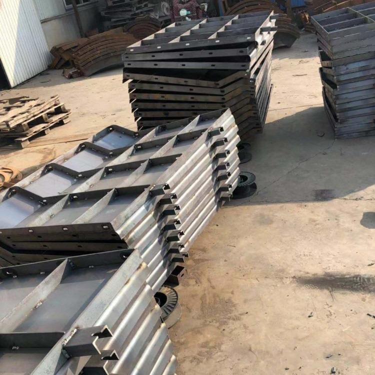 钢筋混凝土防撞墙模具|钢筋混凝土防撞墙钢模具正规厂家