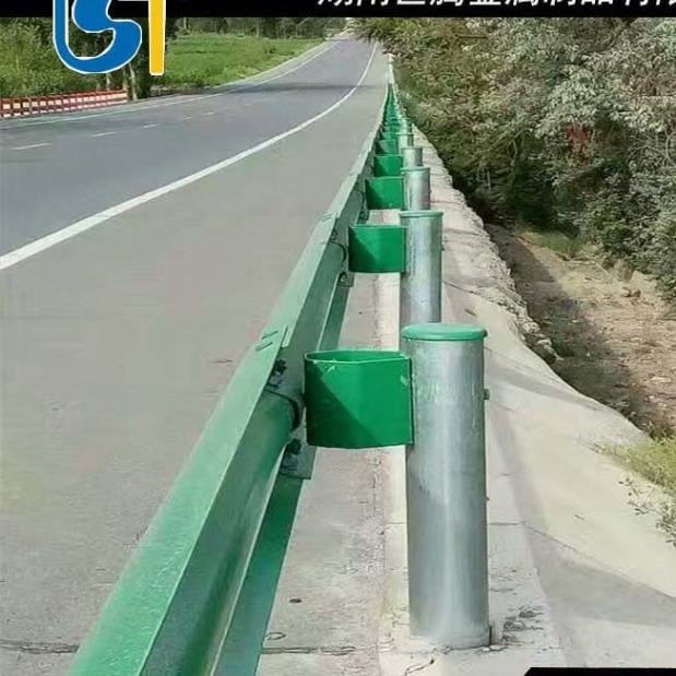 双波波形护栏 三波形护栏 三波波形护栏 W型护栏 镀锌波形护栏  高速直销高速路护栏安装价格高速护栏