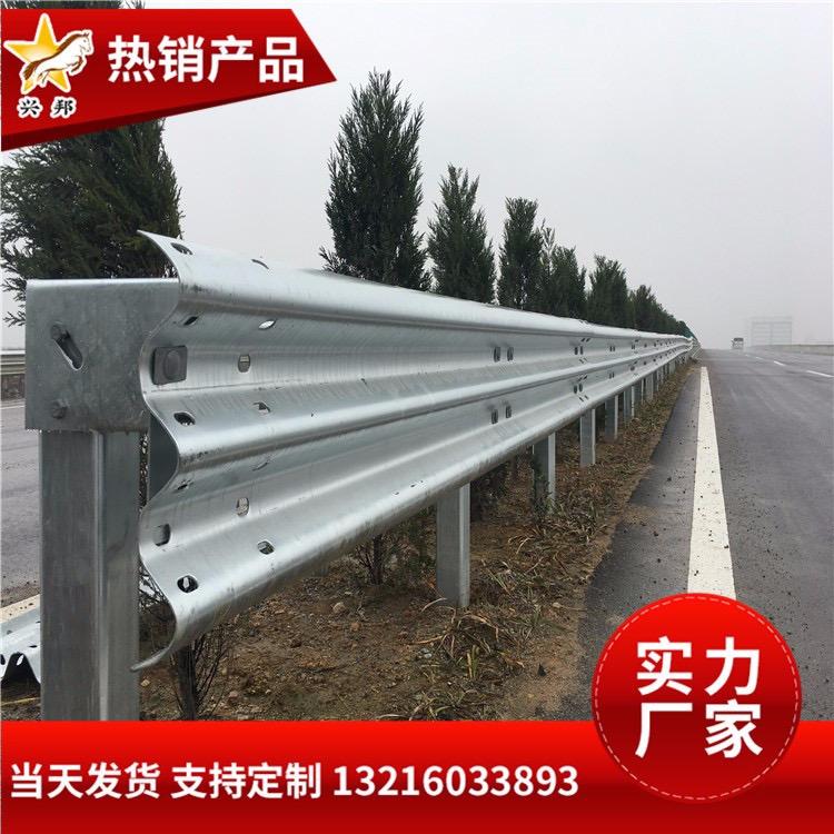 单面波形梁钢护栏 高速绿色喷塑防护栏 公路镀锌波形护栏板