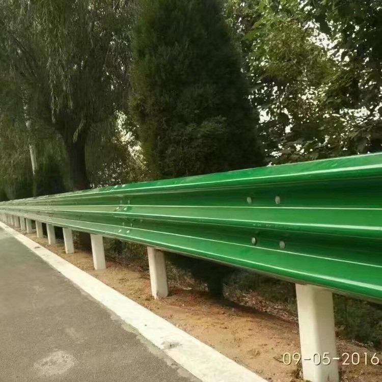 江西高速公路喷塑波形护栏板 吸收撞击力安全护栏 波形喷塑护栏价格
