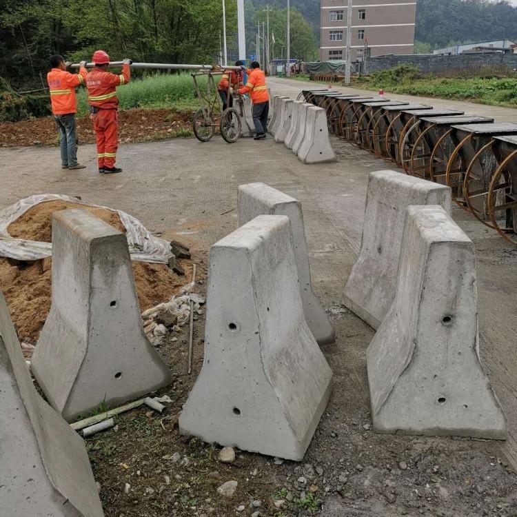 预制隔离墩钢模具 现浇隔离墩钢模具 隔离墩钢模具厂家