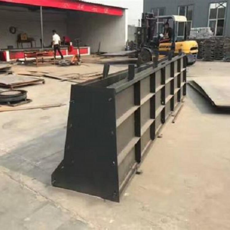 现浇隔离墙铁模具 公路隔离墙铁模具 预制隔离墙铁模具
