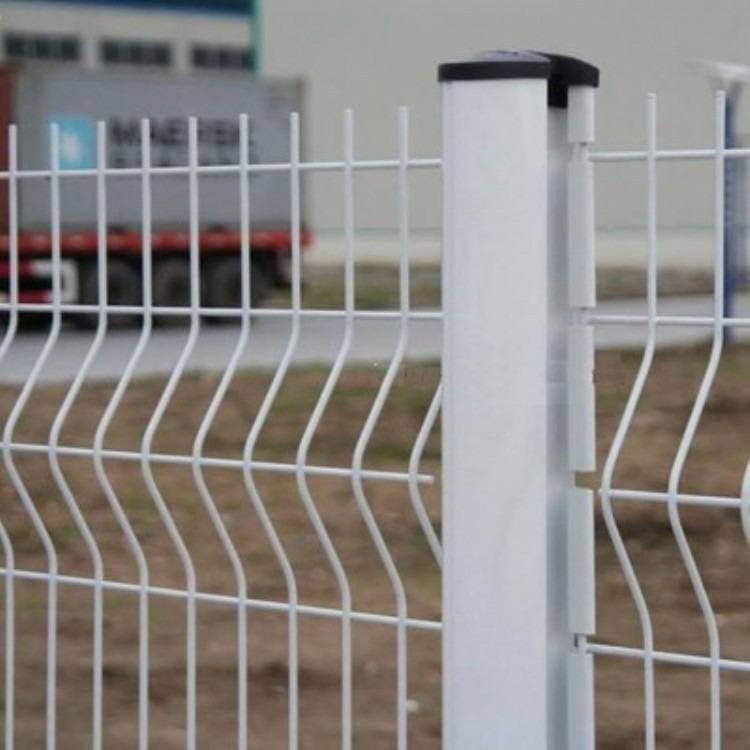 三角折弯护栏网、三角护栏网现货、现货三角折弯护栏网、那里有折弯护栏网