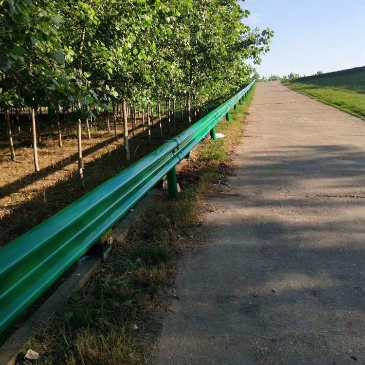绿化护栏,阳台护栏,河道护栏,锌钢护栏 波形防撞护栏板 双波形护栏 波形防撞护栏