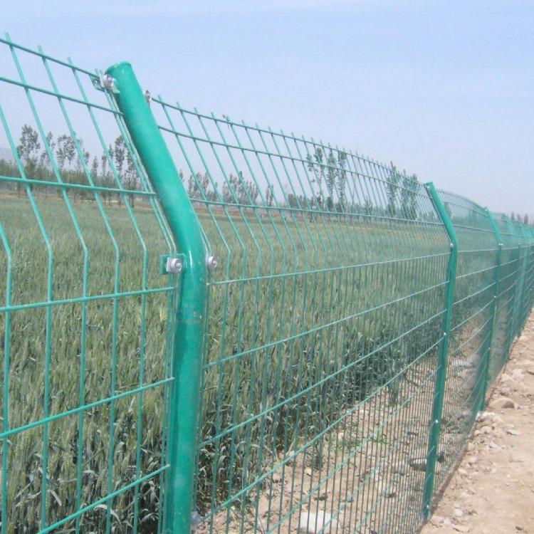 嵩县浸塑钢丝双边丝框架护栏网高速公路铁路边框铁丝围栏网低碳防护栏