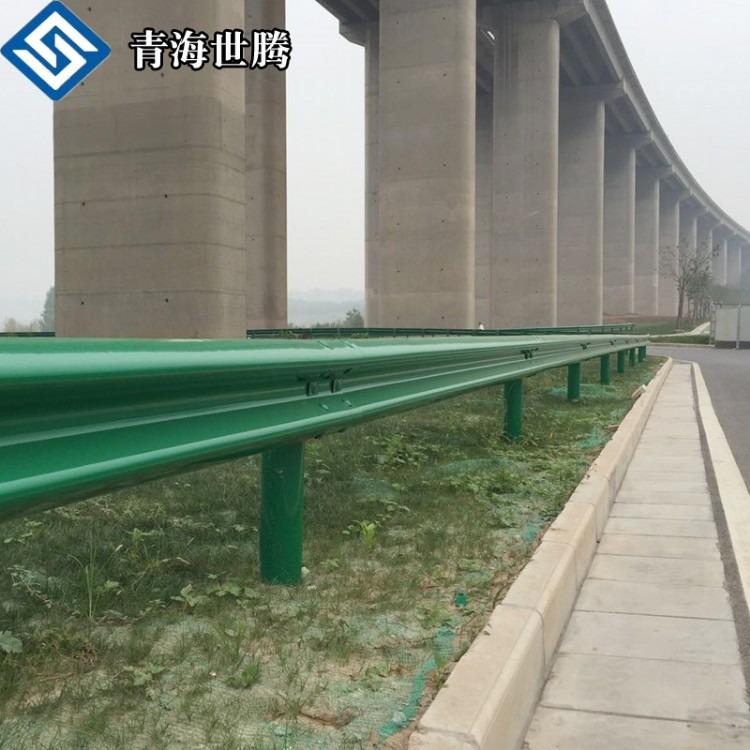 公路双波波形护栏 绿色喷塑公路波形护栏 高速公路护栏
