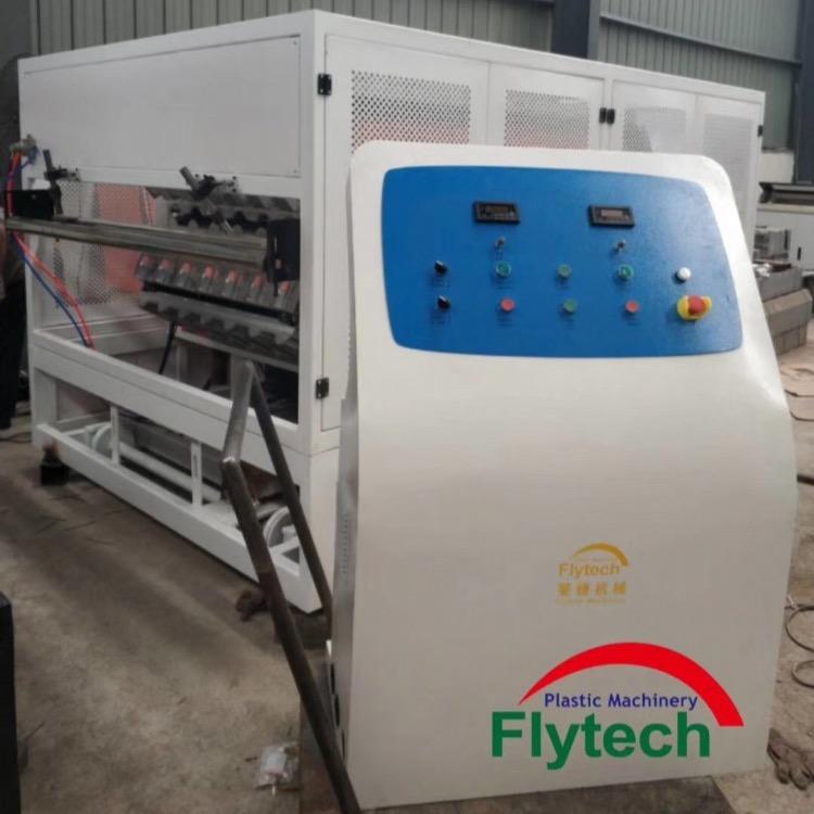 安徽平改坡屋面瓦机械 塑料合成树脂瓦机械、斐捷树脂瓦设备厂家
